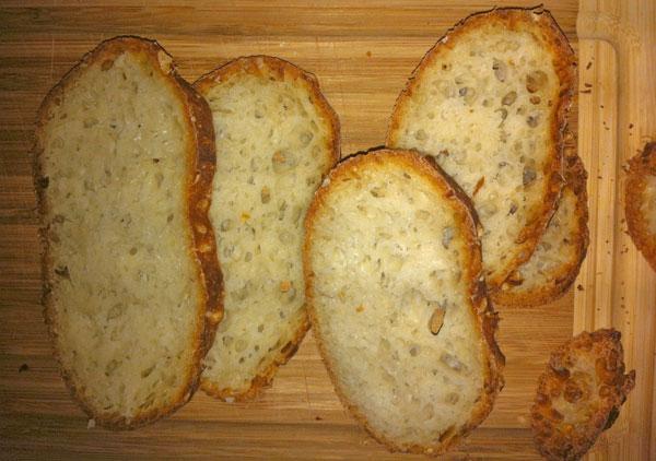 Brot ohne Kneten mit Luftlöchern